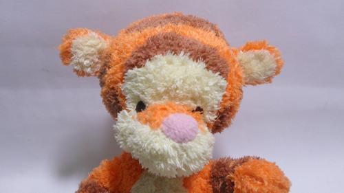 peluche de tigger version baby marca disney boby winnie pooh