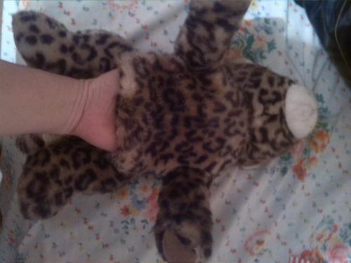 peluche marioneta de leopardo