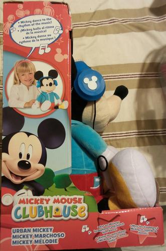 peluche mickey mouse baila con sus audifonos