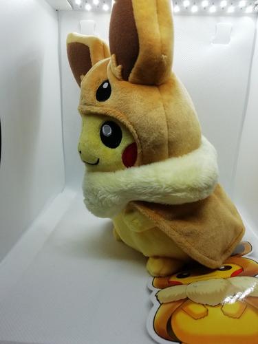 peluche pikachu con capa de eevee pokemón let´s go