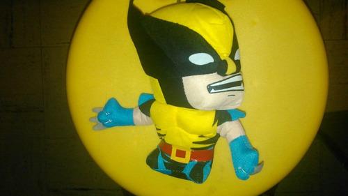peluches variados de super heroes