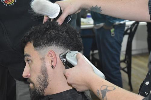 peluquería de caballeros y niños con barbería