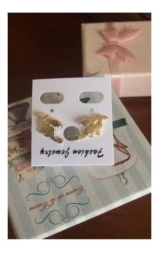 pendientes pin alas dragónes aretes color oro mujer moda