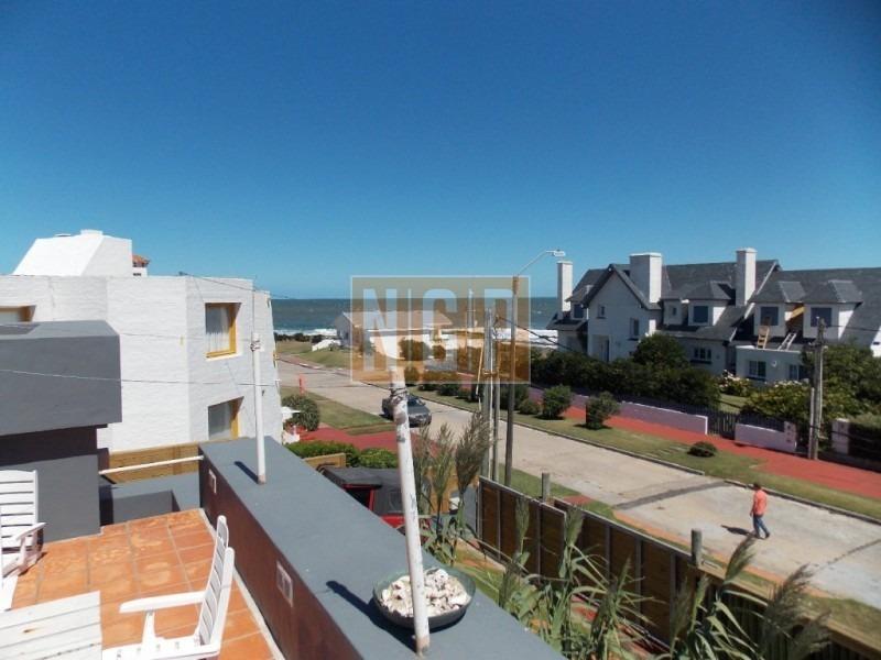península, casa en segunda fila con vista al mar.-ref:25358