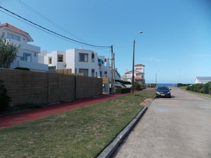 peninsula: lindisima casa en segunda fila con vista al mar -ref:826