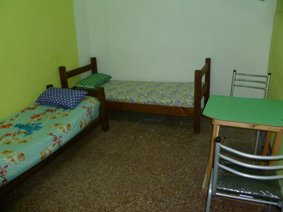pensión, residencia para estudiantes.