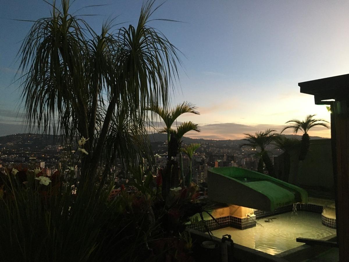 penthouse con espectacular vista al avila y a la ciudad