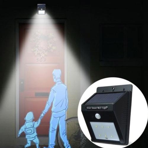 pequeña lampara led con panel solar y sensor