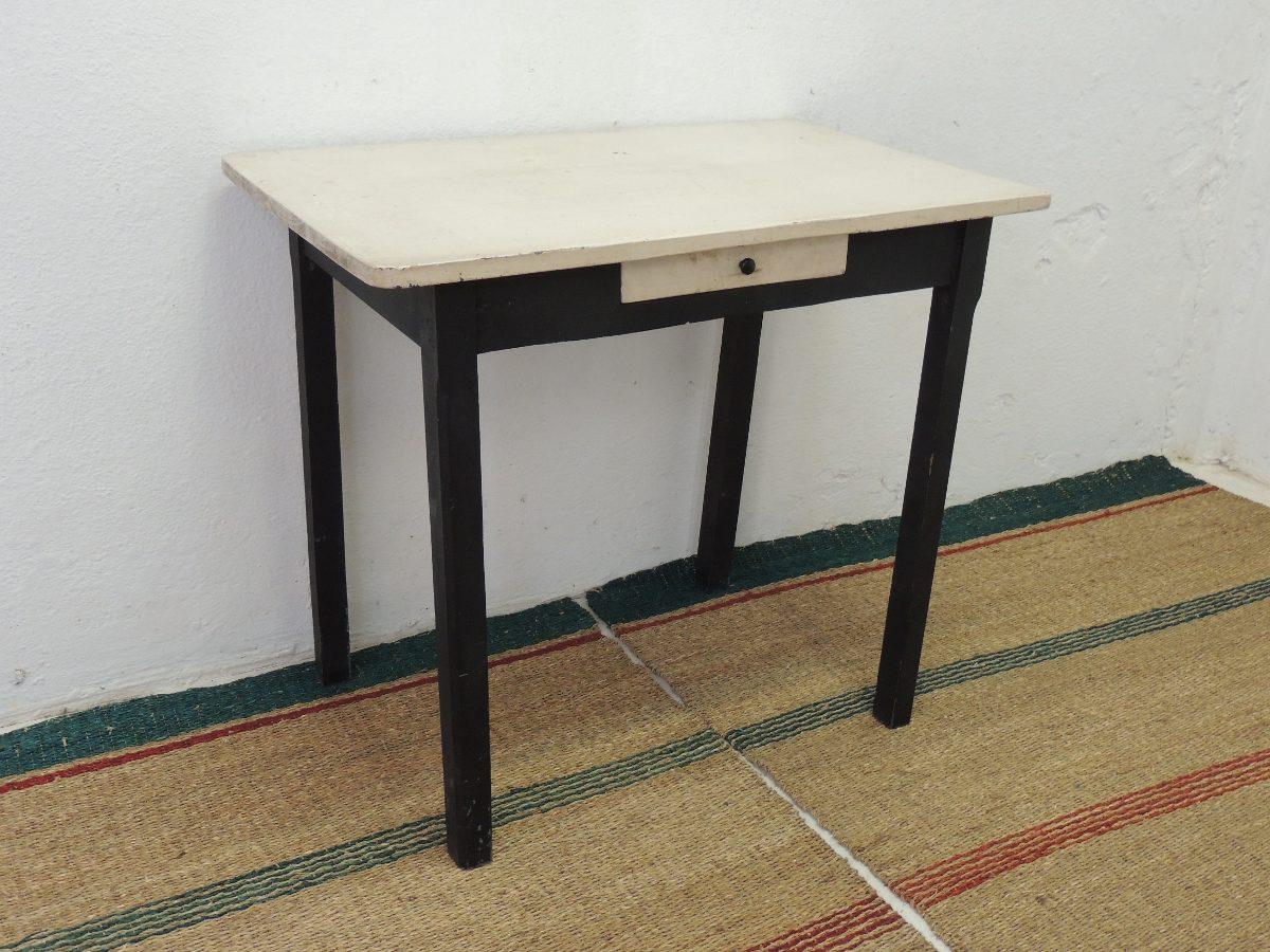 Mesas de cocina antiguas ideas para decorar con una - Mesas de campo ...