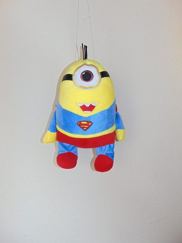 pequeno peluche minion superman 40cm
