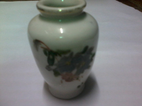 pequeno vaso antigo porcelana pintada - decorado