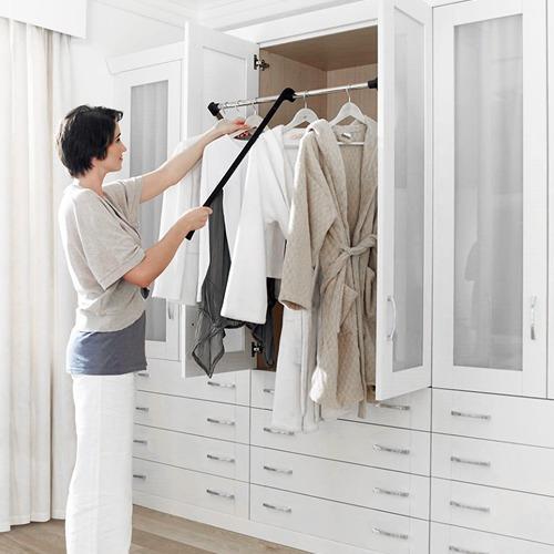 Perchero abatible aprovecha toda la altura de tu placard - Percheros para colgar ropa ...