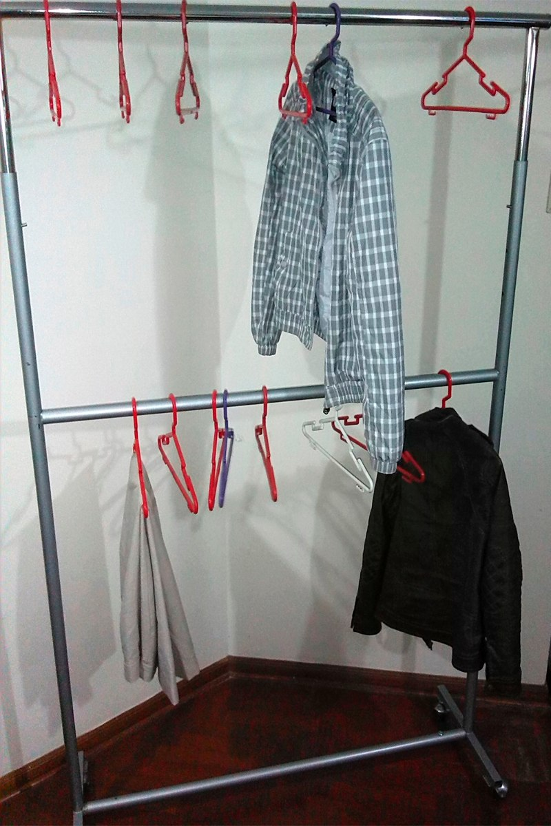 Percheros ropa hlc perchero para colgar ropa con ruedas y - Colgador de ropa de pie ...