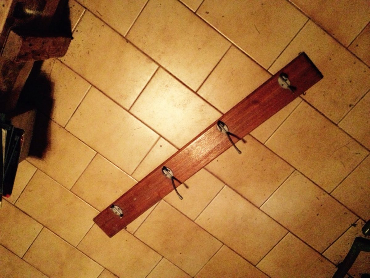 Percheros para colgar ropa perchero pie pino madera for Ganchos de aluminio para ropa