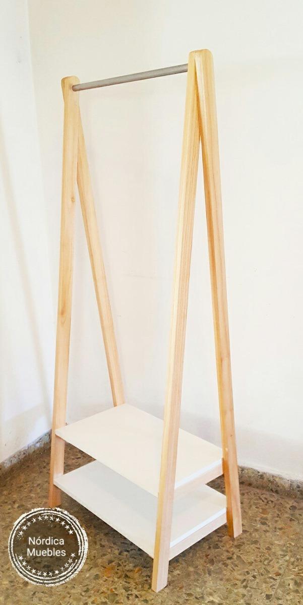 Muebles de bao con cesto para la ropa sucia el cesto de for Percheros en madera