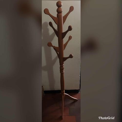perchero en madera, para ropa y bolsos