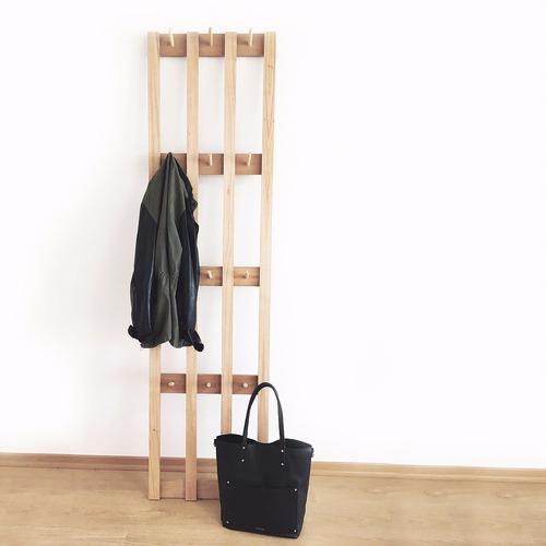 perchero wood pared en madera paraíso metrocuadrado