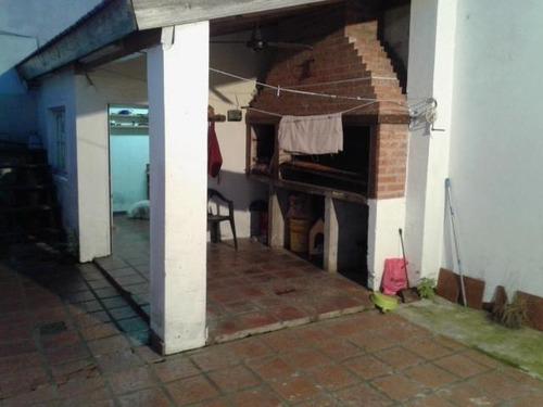 pereyra lucena al 2600- chalet de 5 c/garaje y patio en muy buen estado!