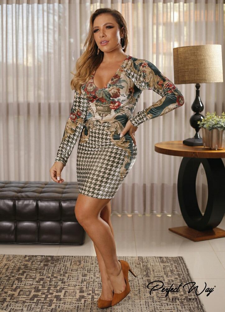 267056e0e06f Perfect Way Vestido Curto Est. Exc. De Veludo Por Encomenda - R$ 499 ...