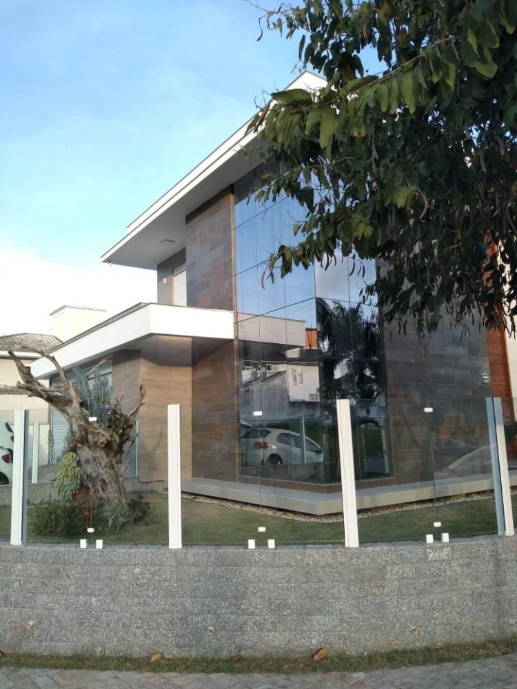 perfeita casa na pedra branca