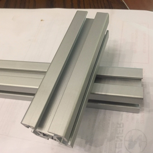 perfil de aluminio 3030  $6.900 el metro  mas iva