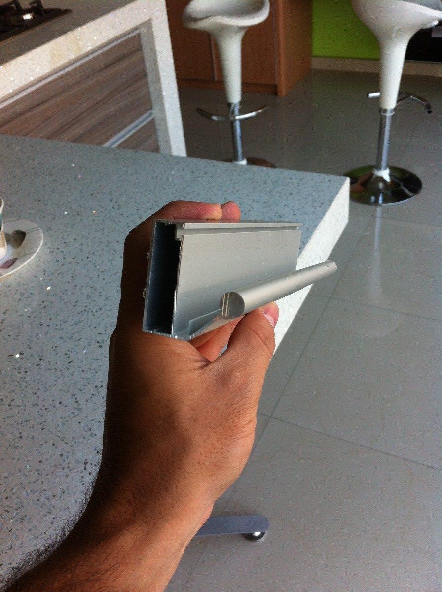 Perfil De Aluminio Para Puerta De Vidrio Con Tirador