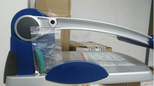 perforadora industrial 3 huecos para máximo 300 hojas