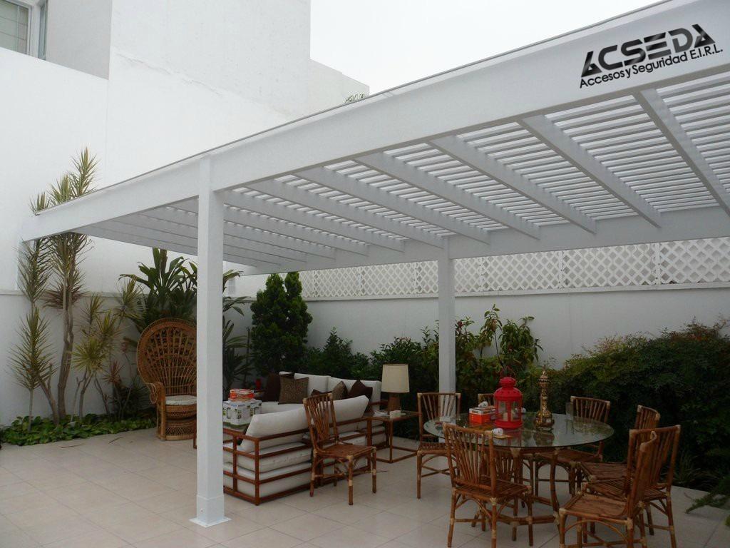 Pergola de metal y madera para terrazas y piscina s 250 for Pergolas para piscinas