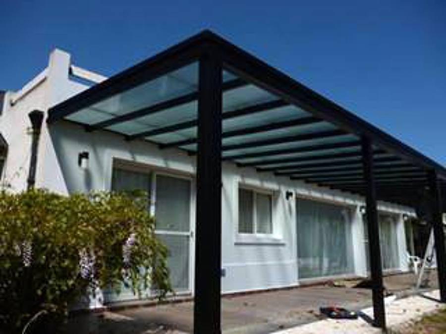 Pergolas de hierro en caño estructural a medida con techo ...