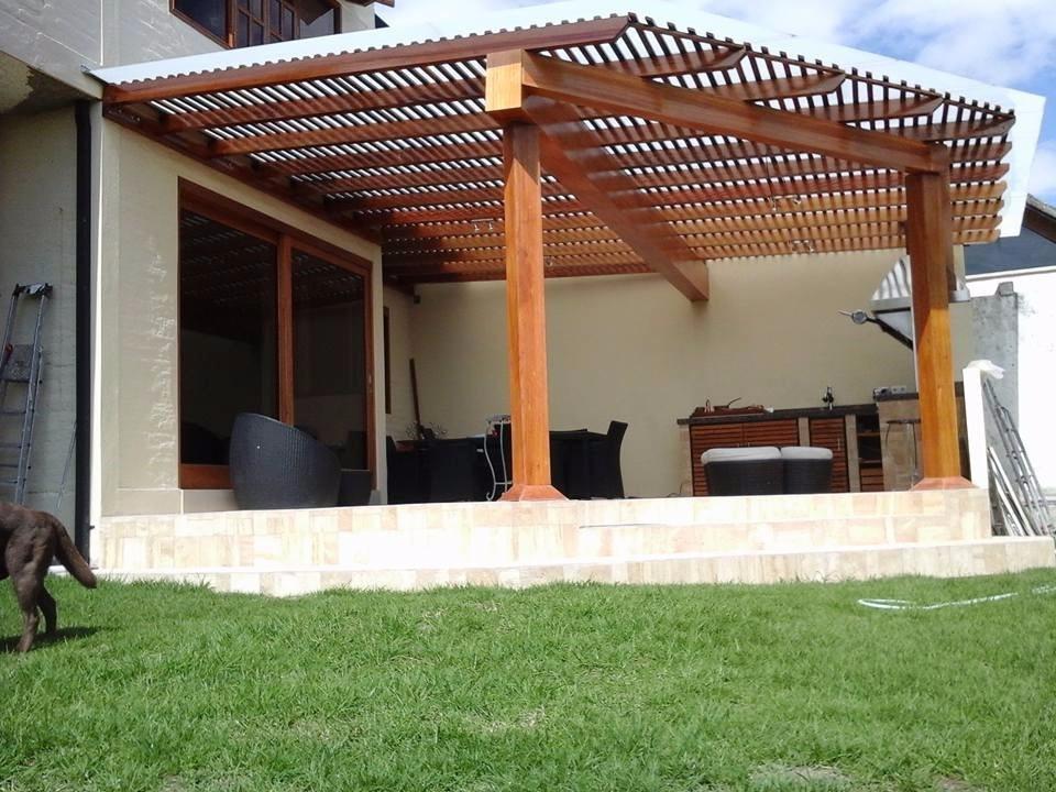 Pergolas de madera cubiertas madera policarbonato y for Pergola policarbonato