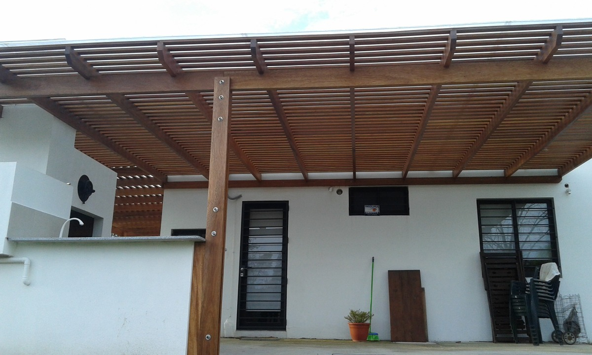 Pergolas decks cocheras techos livianos barbacoas etc for Techos para galerias exterior