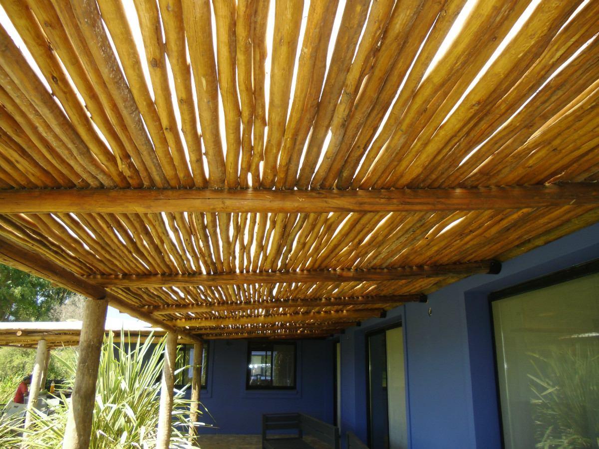 Pergolas madera dura madera redonda quinchos sombrillas - Techos para pergolas de madera ...