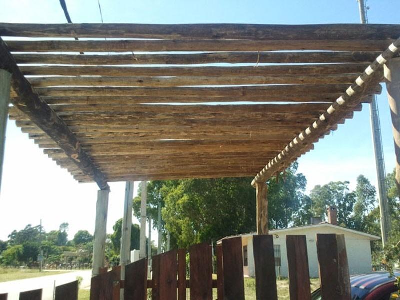 Pergolas techos barbacoas aleros parrilleros garages - Pergolas de troncos ...