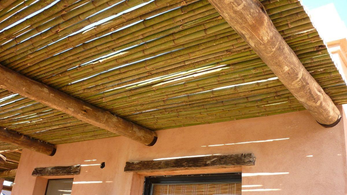 Pergolas y quinchos de madera y ca a en for Techos de galerias economicos