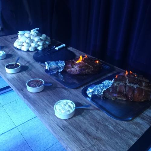 pernil de cerdo +3 salsas +60 figazas de manteca