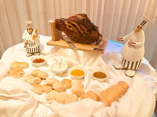 pernil de cerdo 30 personas + salsas + panes