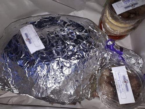 pernil de cerdo + 5 salsas + panes 40 pax + tabla personaliz