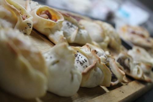 pernil de cerdo para 40 personas con panes caseros y salsas