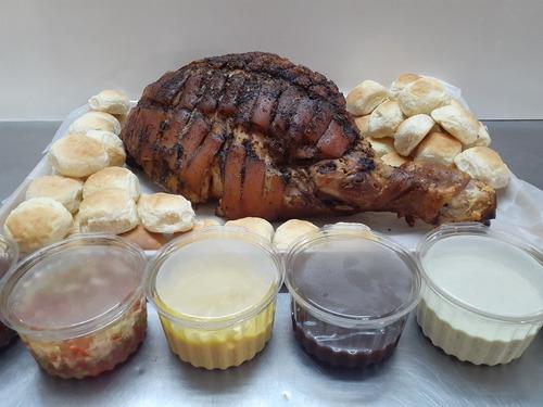 pernil de cerdo + salsas + pan casero