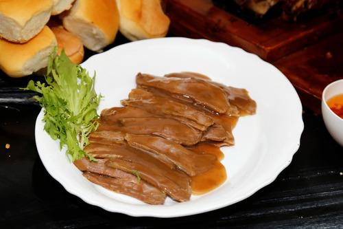 pernil + figasas + salsas + 25 sandw, de cuadril $ 2.990