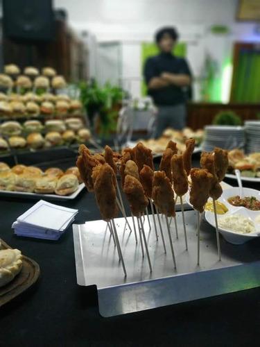 pernil para 30 personas + salsas + panes