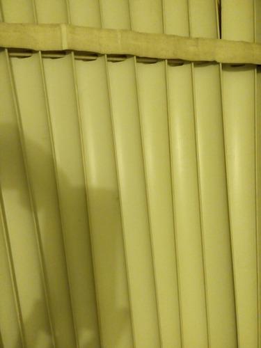 persiana en pvc. ancho 2.30 cm x alto 80 cm. persiana usada