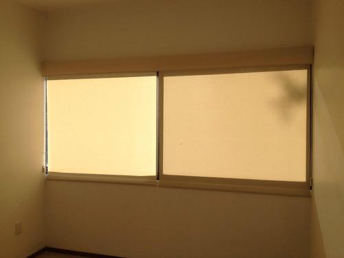 persiana enrollable con malla de control solar.  vmj