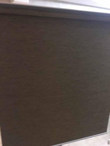 persiana marrón nueva