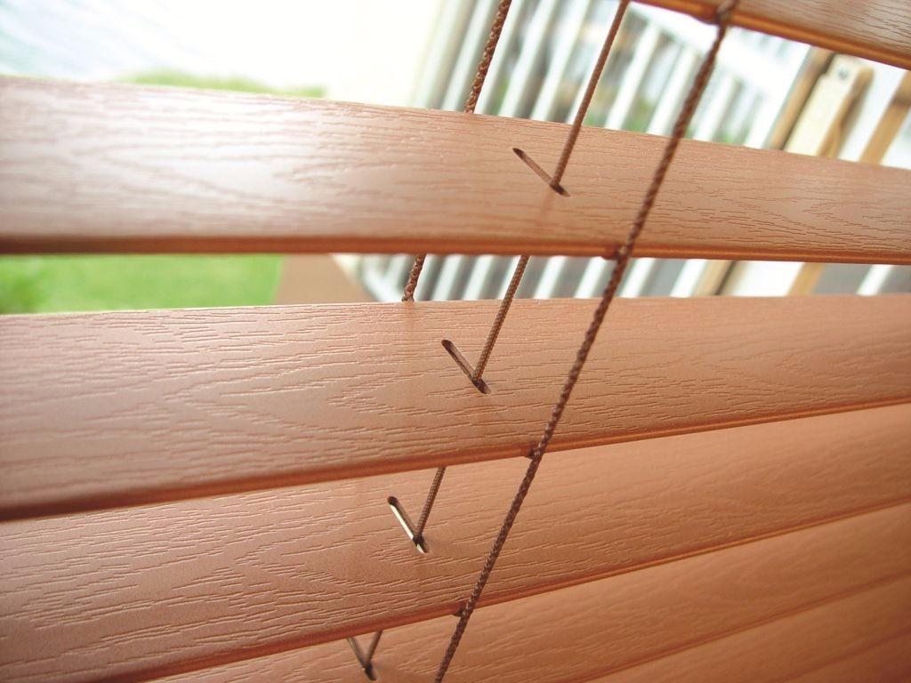 Persianas horizontais madeira 50mm c fita 1 05 l x 2 10 for Persianas madera