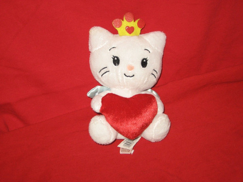 personaje de gatita con corazon