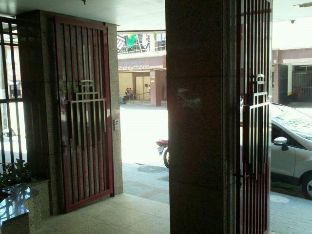 perto do forum = três salas = dois banheiros = copa = vaga demarcada = - sa0010