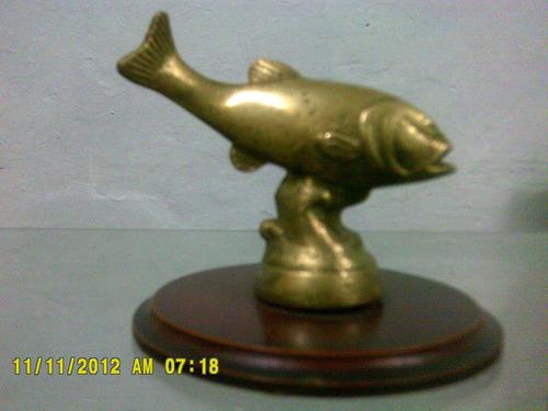 pescado  en bronce base de madera