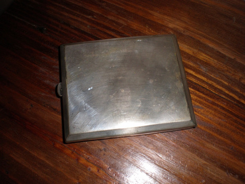 petaca antigua en metal tiene para grabar iniciales