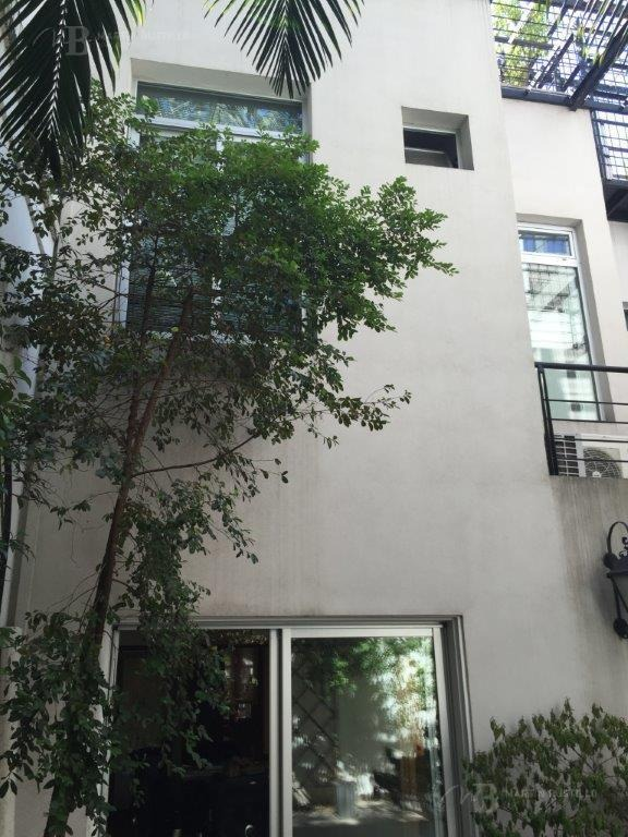 petit hotel - casa -  reciclado - con patio, terraza y parrilla - caballito venta